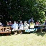 Præsten inviterer til Gudstjeneste og efterfølgende brunch i Præstegårdshaven.